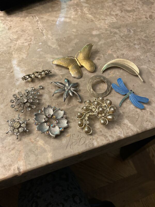 Vintage Lot Of 10 Brooches Silvertone And Gold Tone And Rhinestones