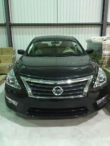 Nissan Altima 2013 Automatic almost new
