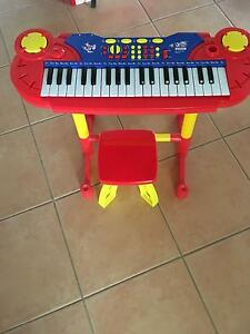 Keyboard with stool Warnbro Rockingham Area Preview