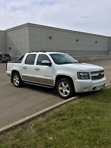 2007 Chevrolet Avalanche LTZ Flex Fuel - Fully Loaded with DVD