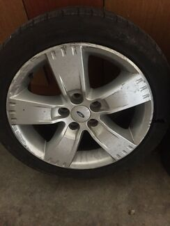 17 inch Ford rim good condition must sell price neg