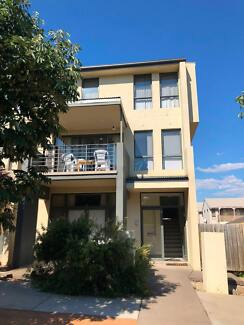 4 bedroom fully furnished & modern townhouse short term optional Gungahlin Gungahlin Area Preview
