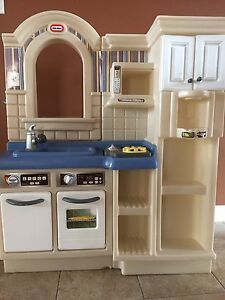 REDUCED!!!Kids kitchen for sale!!!Kitchen toys included!