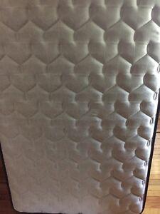 Sealy posturepedic twin mattress
