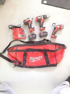 Milwaukee M18 drill kit