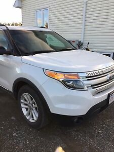 Ford Explorer XLT beige leather