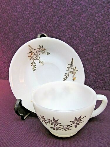 VINTAGE FEDERAL MILK GLASS - GOLDEN GLORY PATTERN - CUPS & SAUCERS - SET OF 6
