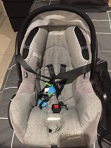 Maxi cosi capsule with 2 bases Idalia Townsville City Preview