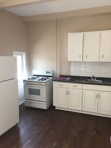 1 BDRM  APT IN CTRL WINDSOR $675 INC - AVAILABLE NOW