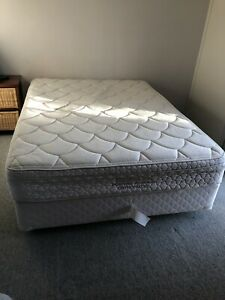 Queens size bed ensemble