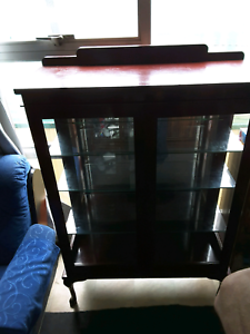 Display cabinet  Wyong Wyong Area Preview