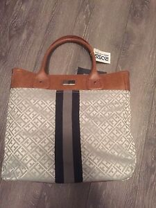 Tommy Hilfiger purse brand new $30