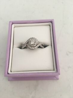 14ct WG Michael hill engagement ring, bridal cluster