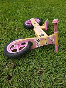 Girls balance scoot bike kid Sandgate Brisbane North East Preview