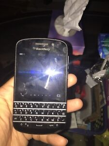 Blackberry q10 with freedom mobile 40$