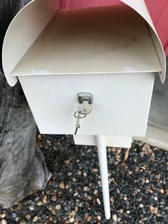 Mail box lockable