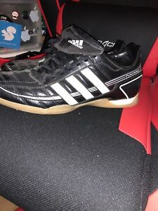 Boys size 7 indoor soccer shoes
