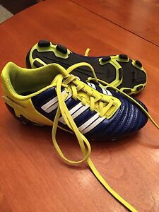 Soccer shoes size 2 kids