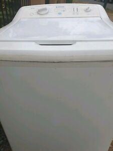 Washing machine Simpson available for 8 kilos.