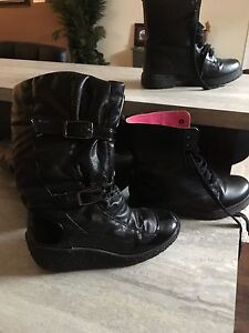 Womens  size 8 boots, excellent condition
