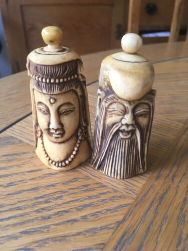 TWO CHINESE CARVED SNUFF BOTTLES - GUANYIN & ZHENGSHEN