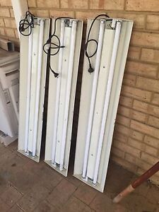 3x 4 ft double fluro light fittings Merriwa Wanneroo Area Preview