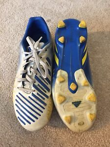 Soccer shoes size 5.5