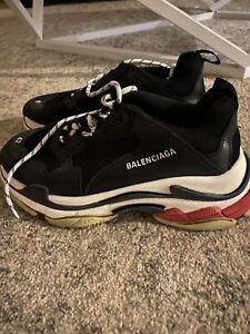 Balenciaga Sneakers.