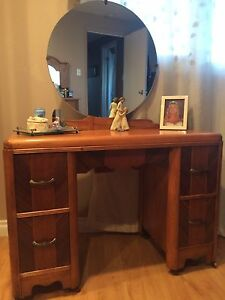 Waterfall vanity excellent condition