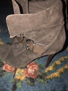 Guess Ladies Boots Size 8.5