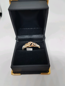 9ct gold dolphin pattern ring