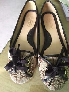 Auth coach flat size 5 or 5.5