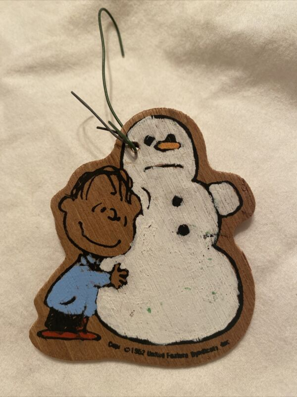 Very Rare** Vintage 1952 Linus with Snowman Wooden Ornament