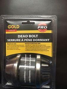 Dead bolt lock set with 3 keys