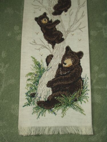 Vintage Cross Stitch CABIN LODGE Needlepoint Mama BEAR & CUBS in Honey Tree BEES