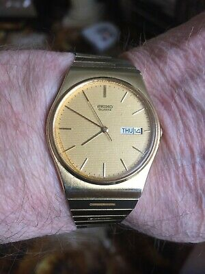 Seiko vintage mans quartz watch. fully working.