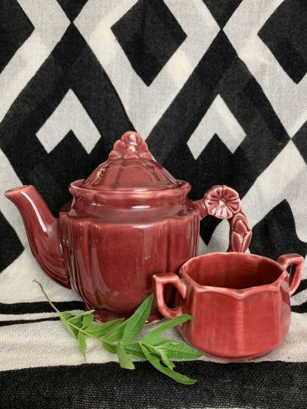 """Vintage red ceramic teapot and sugar bowl marked USA on the bottom 7"""""""