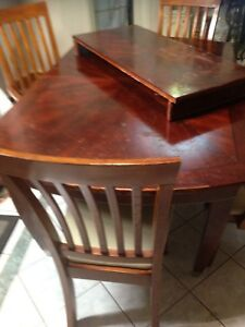Dining table solid wood chairs no pet smoke Oshawa $40