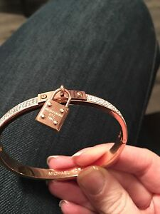 Non authentic Michael kors bracelet