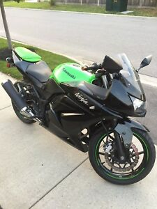 NEW LOWER PRICE $1700 !!!Kawasaki Ninja 250 special edition