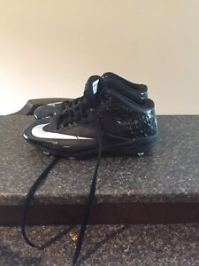 Lightly used Nike cleats size 14.