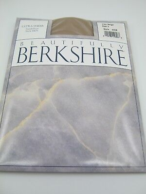 (Berkshire Pantyhose City Beige Size 3 Ultra Sheer Sandalfoot 4408 Hosiery)