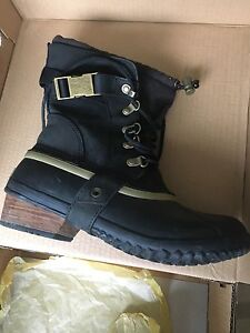 Sorel Conquest Carly Short boots
