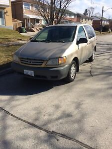 2000 Toyota Sienna with STARTER looking for quick sale