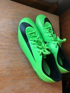 Nike Men's Soccer Cleat Size 9