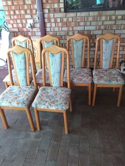 Dining table / chairs