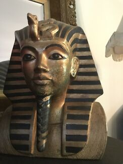 Hard to find Pharao statue beautiful