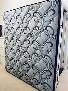 King Size Mattress-Very clean-DELIVERY AVAILABLE
