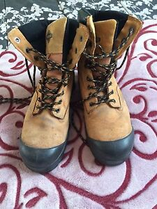 Woman's work boots size 8
