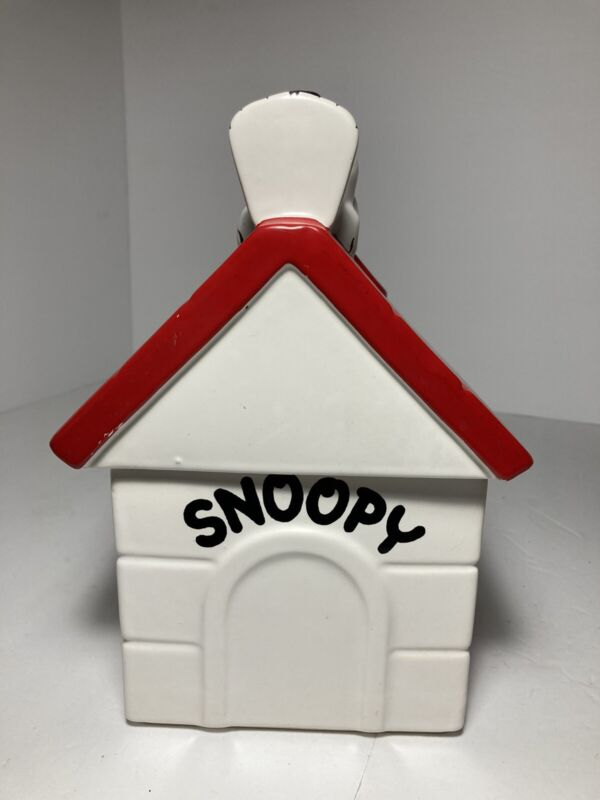Vintage 1970 united feature Snoopy cookie jar